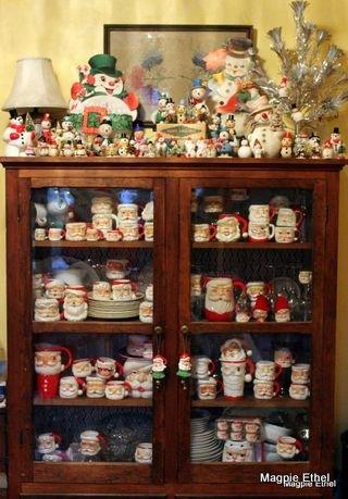Santa china hutch
